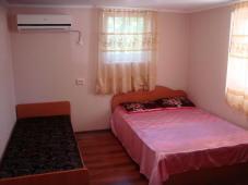 Сдаются комнаты в частном доме в г. Гагра.