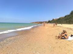 Пляж в Андреевке под Севастополем.