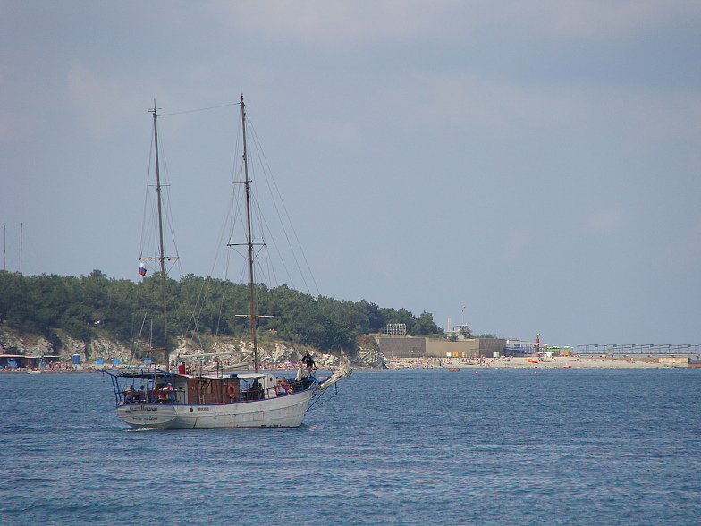Яхта в Геленджикской бухте