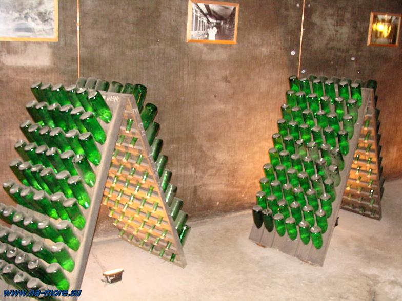 В подвале Абрау-Дюрсо выдерживается шампанское по классической технологии.