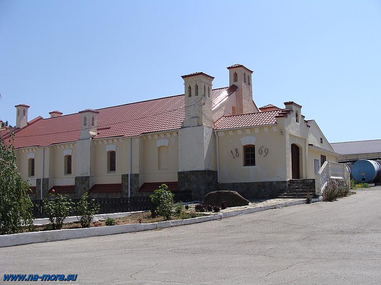 Здание геленджикского винзавода. Дата основания - 1869 год.