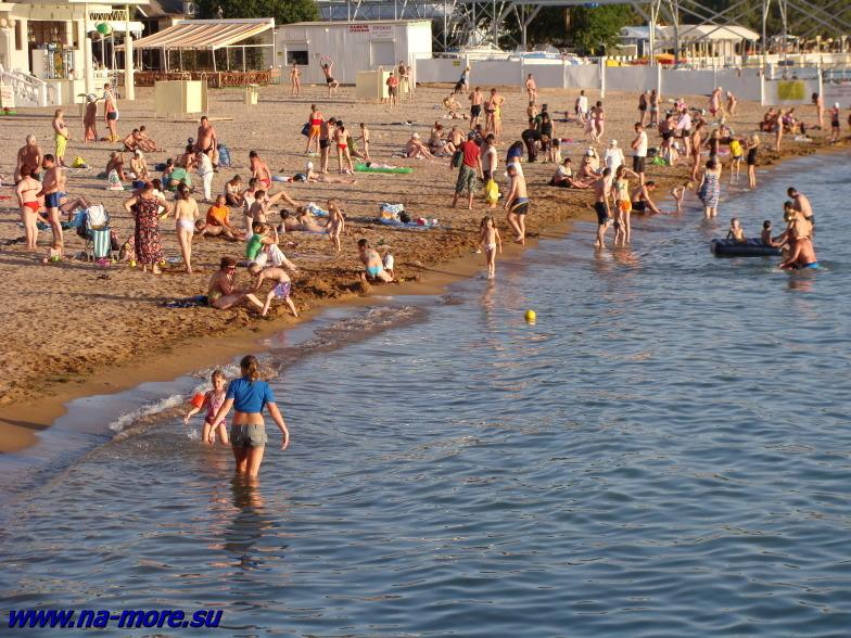 Чёрное море. Центральный пляж Геленджика.