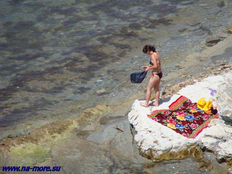Импровизированный пляж на геленджикской круче.