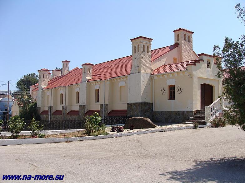 Старинное здание геленджикского винзавода.