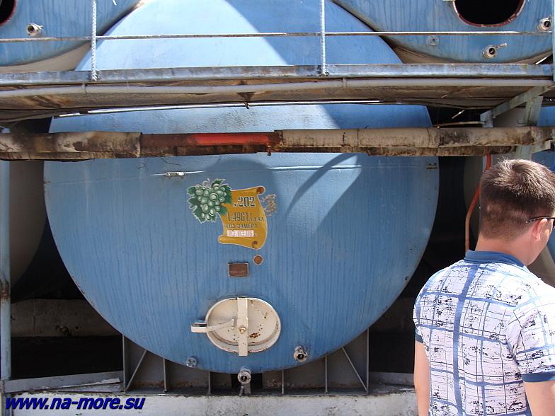 Емкости на винзаводе в Геленджике.