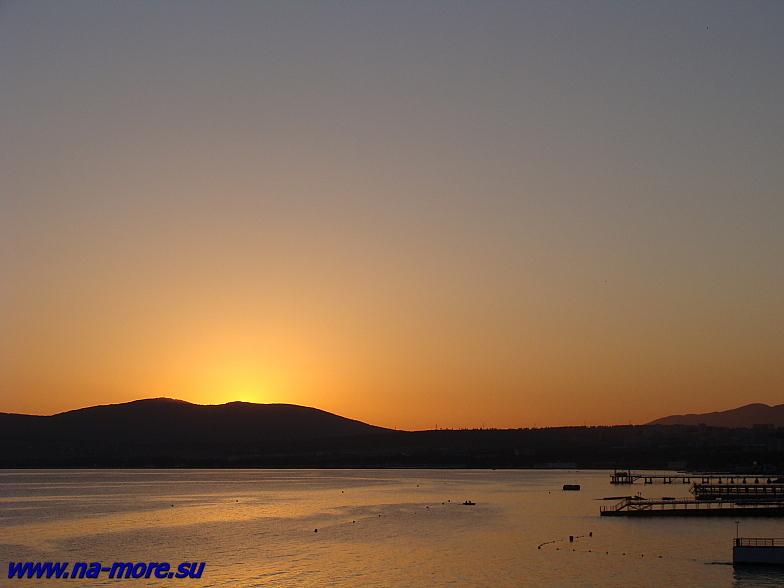 Геленджикская бухта и закат солнца.