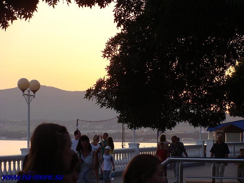 Чёрное море. Вечер на Геленджикской набережной.
