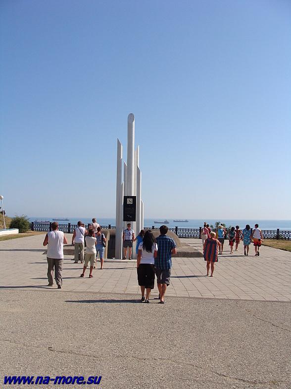 Обелиск в память жертв катострофы лайнера &quotАдмирал Нахимов&quot.