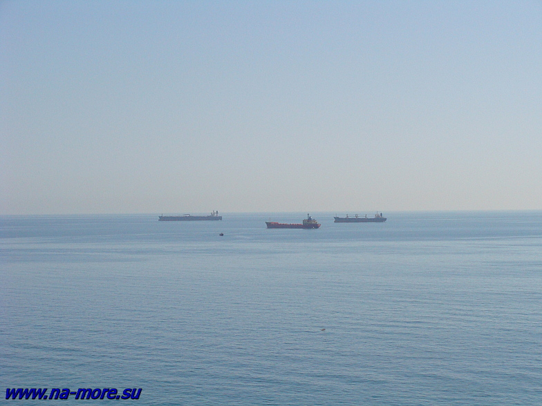 Корабли на входе в Цемесскую бухту.