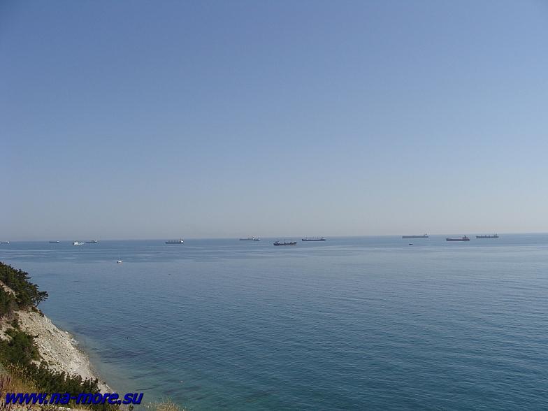 Обрыв над черноморским берегом. Кабардинка.