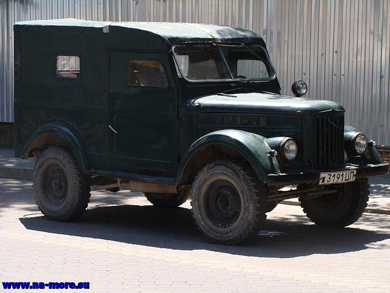 Геленджик. ГАЗ-69 на набережной.