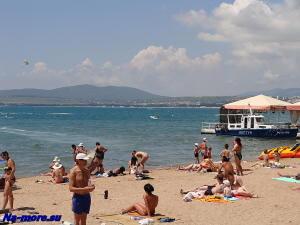 Пляж около пирса
