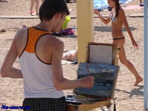 Художник на пляже Геленджика.