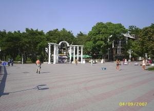 Лермонтовский бульвар, арка. Геленджик.