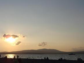 Вечер на пляже Геленджика.