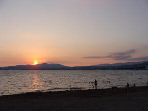 Вечерний пляж Геленджика.