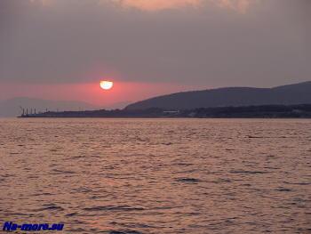 Солнце садится за Новороссийском