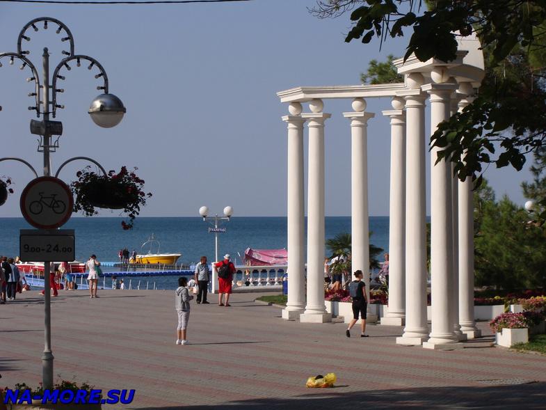 Арка на набережной Геленджика