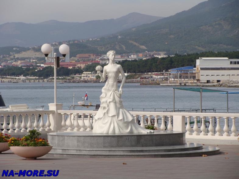 Скульптура Белой Невесточки в Геленджике