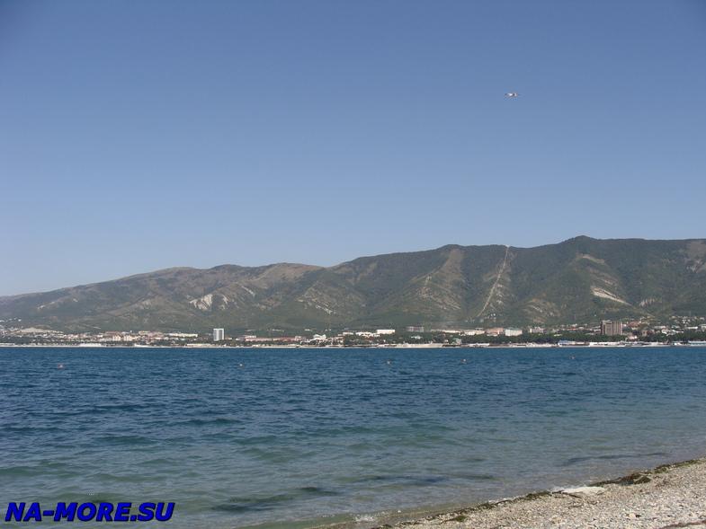 Геленджик, бухта на фоне Маркотхского хребта
