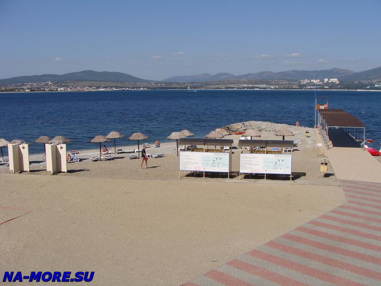 Пляж отеля Кемпински в Геленджике