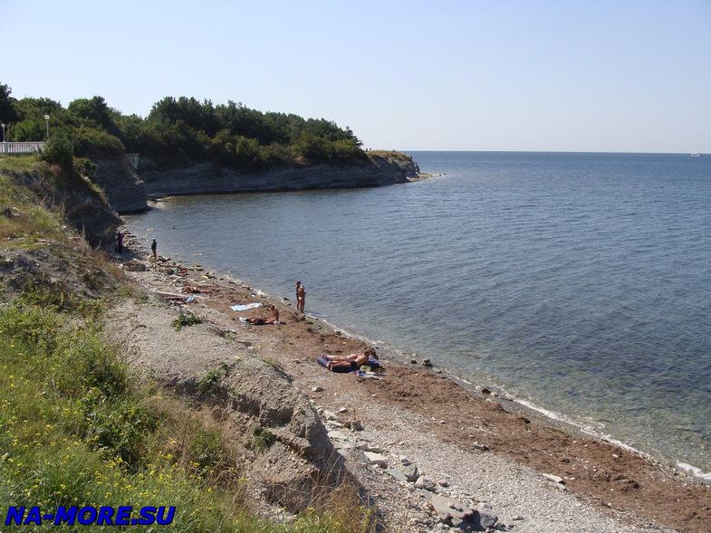 Пляж заканчивается в Геленджике около самого Толстого мыса
