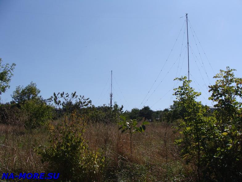 На территории маяка на Толстом мысе в Геленджике.