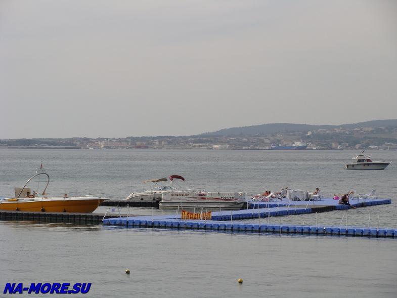 Берег Геленджикской бухты напротив отеля Приморье