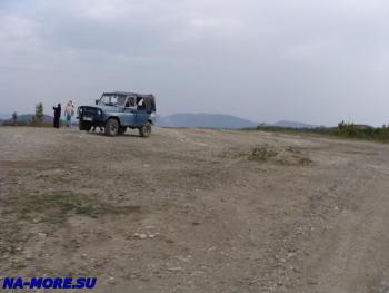Туристы на УАЗе в горах Западного Кавказа