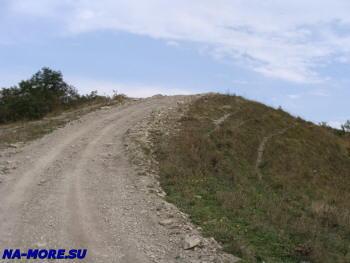 Старая дорога от Сухумского шоссе к старым радарам ПВО в горах Геленджика
