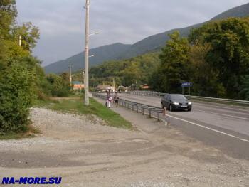 Поворот с Сухумского шоссе в горы