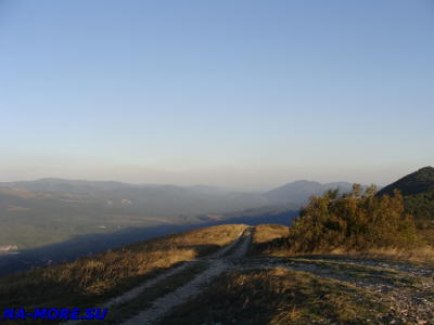 Дорога на вершине Маркотхского хребта