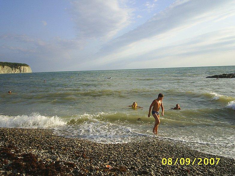 Чёрное море, на пляже в Дивноморском