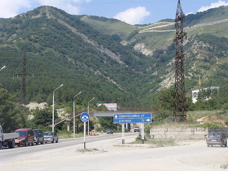 Указатель на Новороссийск и Джубгу в Геленджике