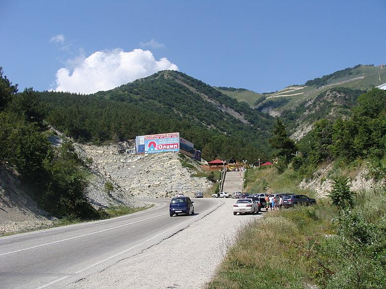Эта дорога ведёт из Геленджика в Новороссийск.