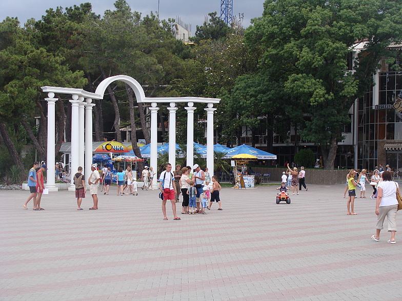 Арка Лермонтовского бульвара в Геленджике.