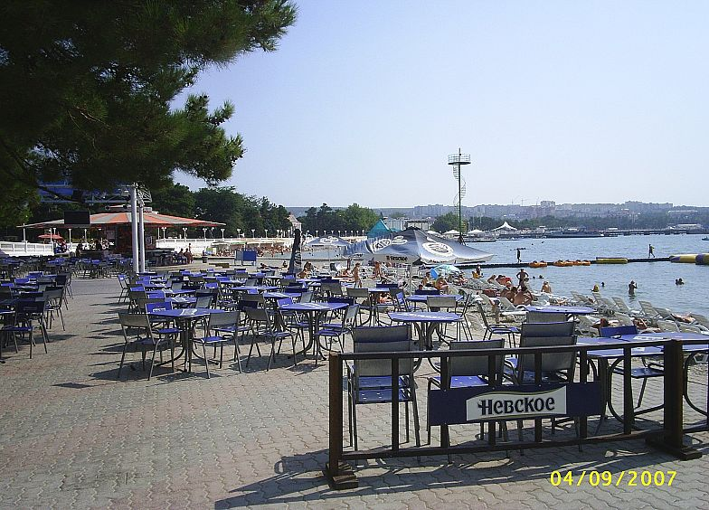 Ресторанчик на берегу Геленджикской бухты.