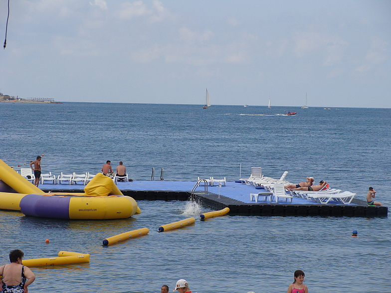 В районе пансионата ПРИМОРЬЕ. Геленджик. Чёрное море. Black sea.