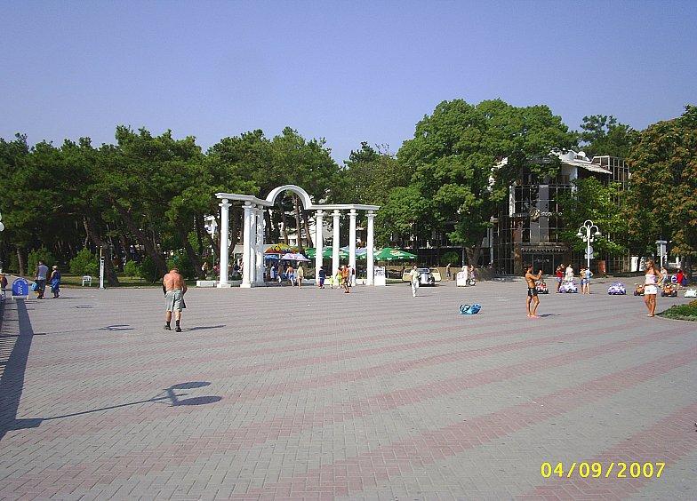 Начало Лермонтовского бульвара в Геленджике.