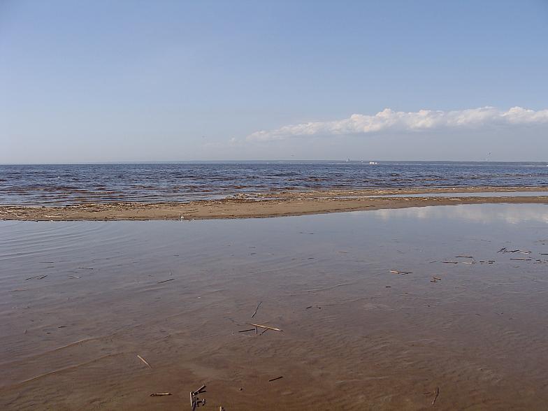 Пляж в Сестрорецке в апреле