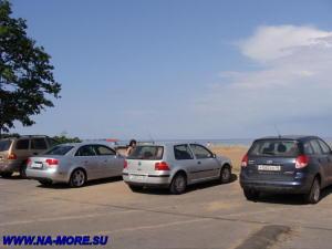Автостоянка около пляжа Дубковский в Сестрорецке