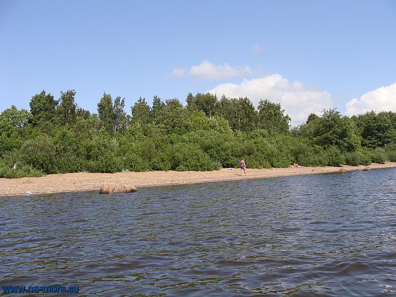 Береговая полоса вдоль которой идёт фарватер к Финскому заливу.