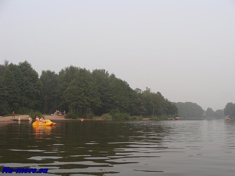 Пролив к лодочной станции в парке Дубки