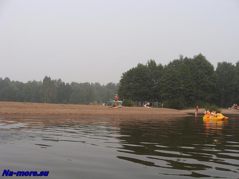 Пляж у лодочной станции в парке Дубки