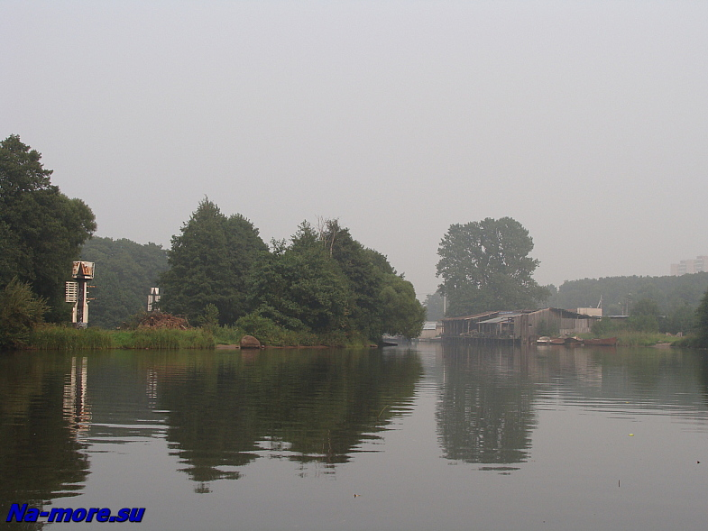 Рыболовецкая база в устье водосливного канала Сестрорецка.