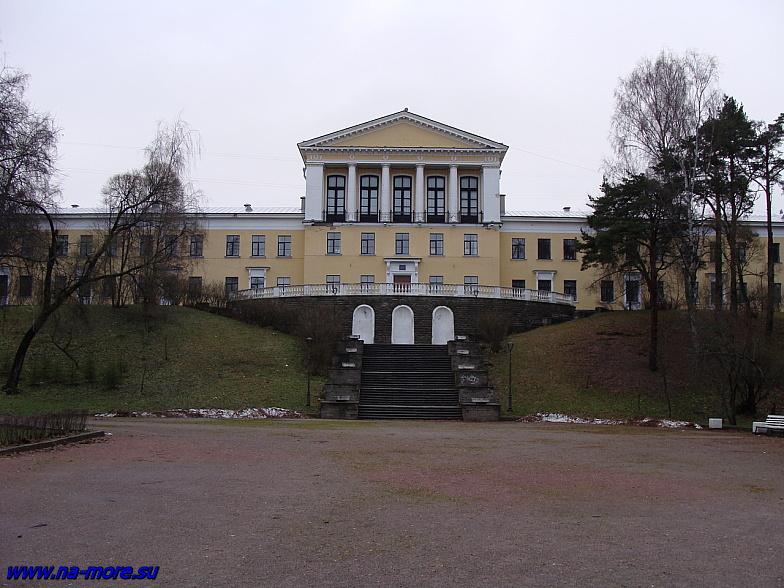 На углу Приморского шоссе и пр.Ленина в Зеленогорске