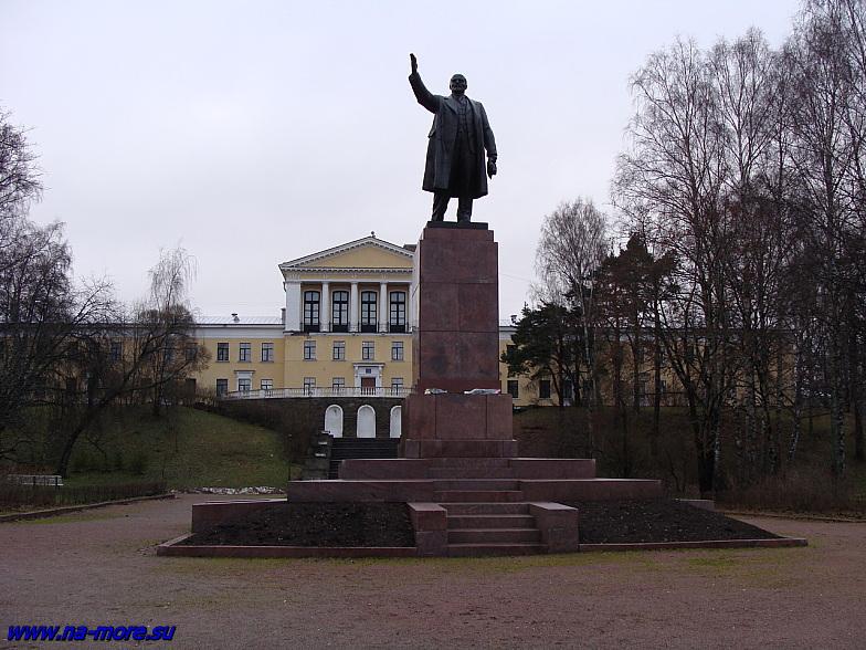 Памятник В.И.Ленину в Зеленогорске. Угол пр.Ленина и Приморского шоссе.
