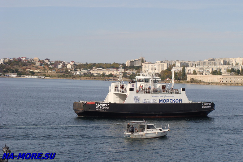 Паром в Севастопольской бухте.