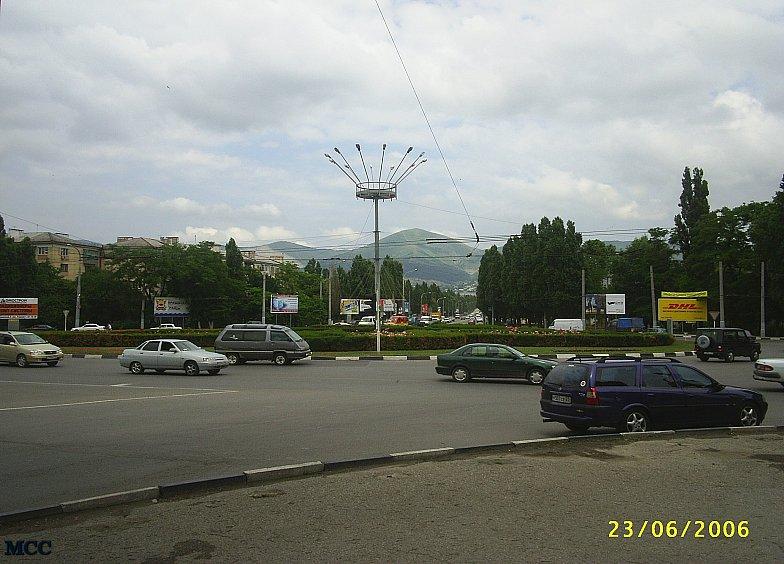 Начало Анапского шоссе в Новороссийске. Недалеко от автовокзала.