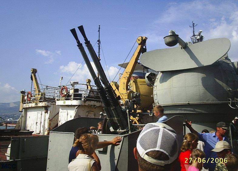 Зенитная установка на крейсере &quotМихаил Кутузов&quot